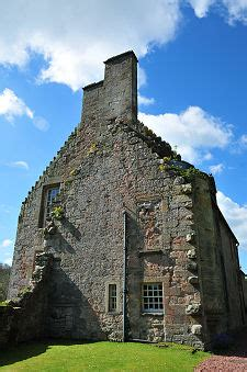 Rosslyn Castle Feature Page on Undiscovered Scotland